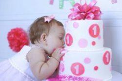 gateau-anniversaire-thematique-bebe-fille-ruban-rose-pois-perles